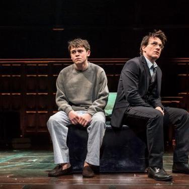 Albus (Sam Clemmett) i Harry Potter. Fotos: Manuel Harlan